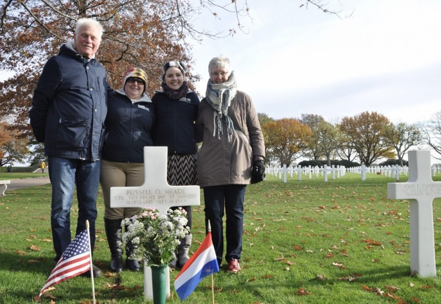 Joob+Simons%2C+Amie+Dryer%2C+Angel+Gingras%2C+and+Marlise+Simons+at+the+grave+of+Russell+O.+Meade+at+Netherlands+American+Cemetery.+